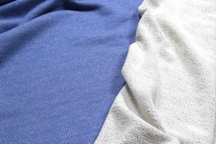 Schöner Sweatstoff mit Doubleface-Funktion in blau von Glünz