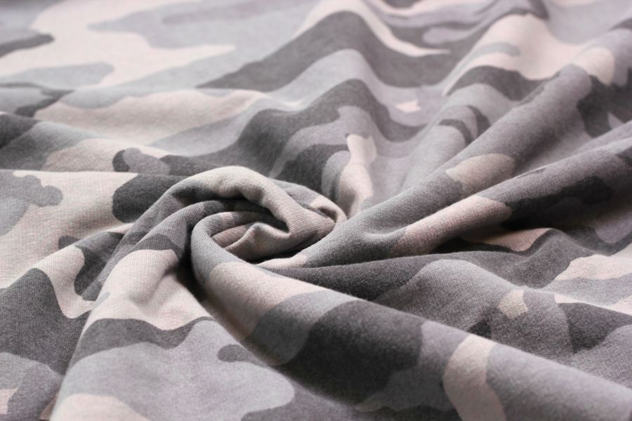 French Terry in grau mit Camouflage | Stoffe Hemmers