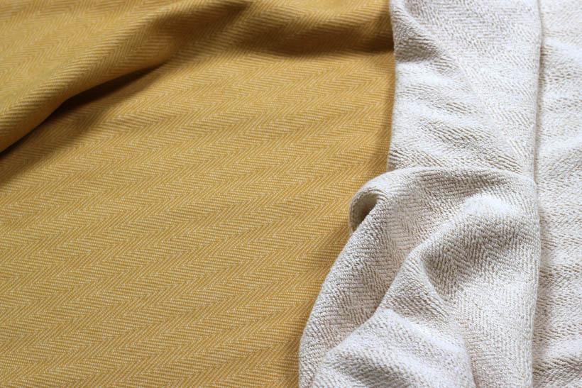 Schöner Sweatstoff mit Doubleface-Funktion in senfgelb von Glünz