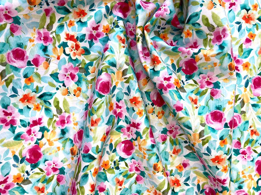 Baumwollpopeline Greenly Flower mit Blüten von Hilco