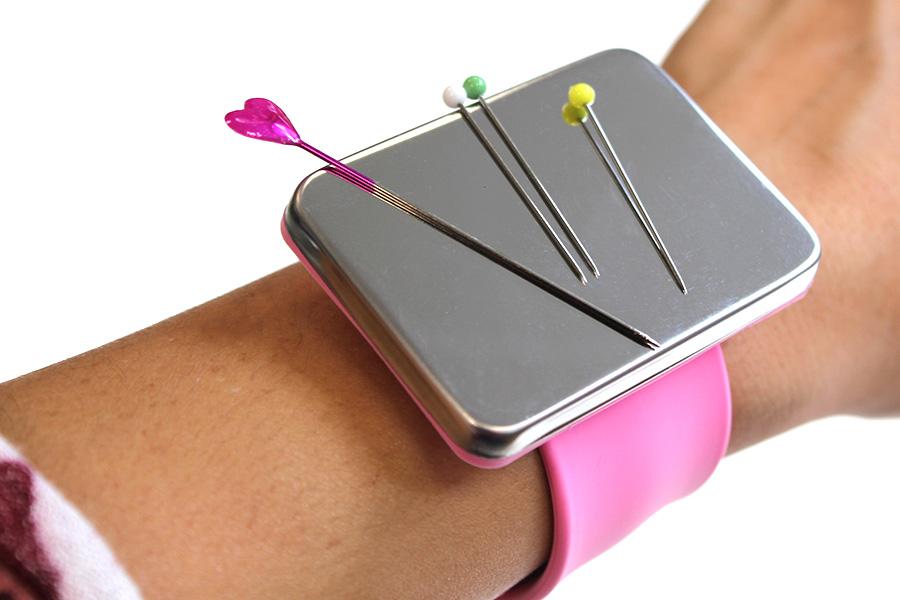 Magnetisches Nadelkissen-Armband in pink von SEEMANNSgarn