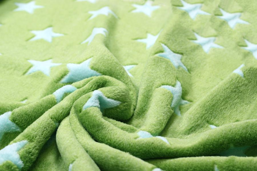 Fleece - in grün mit hellblauen Sternen