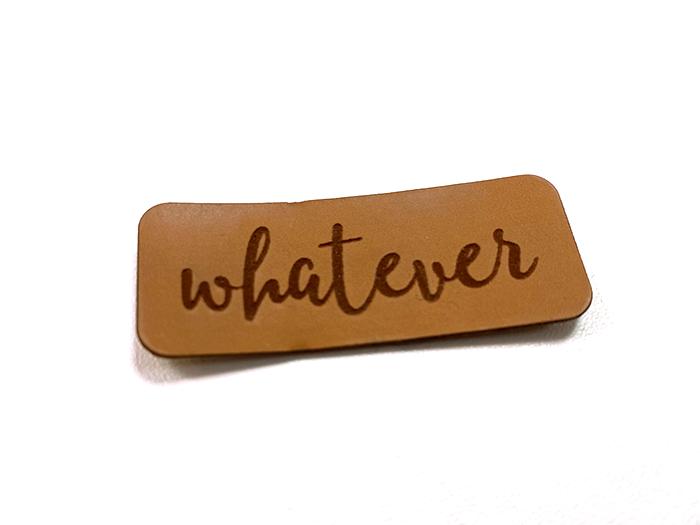 Label aus Kunstleder - whatever
